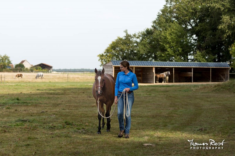 Gabi Neurohr young horse education - a horse trainer takes her foal in hand away from the herd